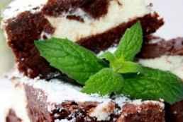 brownie kuchen rezept mit erdbeeren k sekuchen ohne boden. Black Bedroom Furniture Sets. Home Design Ideas