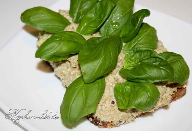 Avocadoaufstrich auf Brot