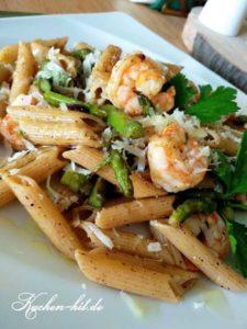 Pasta mit grünem Spargel und Garnelen